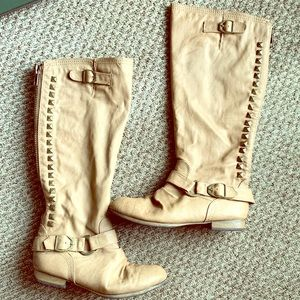 Taupe/nude mid calf boot with accents